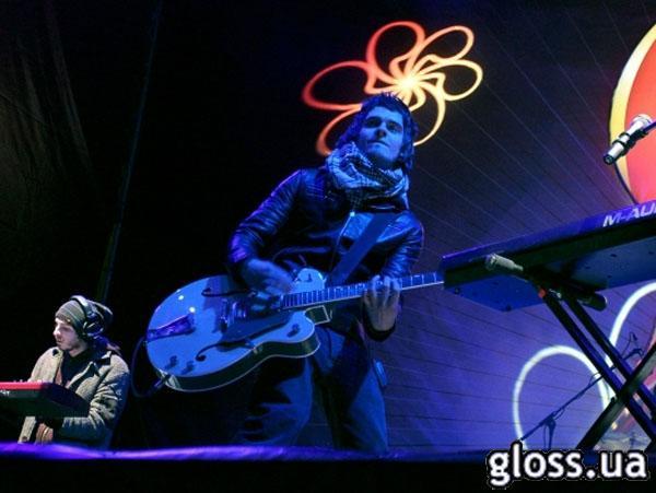 ... и ее басист