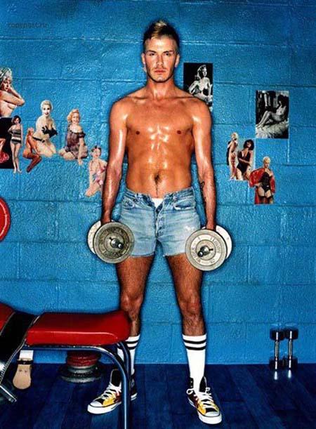 Полное имя футболиста и модели — Дэвид Роберт Джозеф Бекхэм. Он родился 2 мая 1975 года в Лейтонстоуне. Родители Дэвида были фанатами «Манчестер юнайтед».