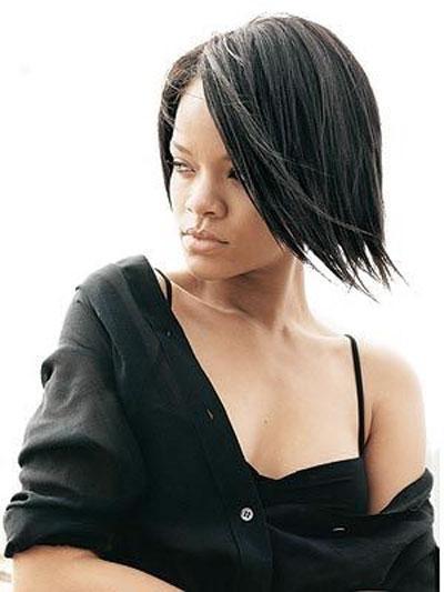 """Удобнее без макияжа чувствует себя и певица Рианна (Rihanna), также вошедшая в список. """"Самое лучшее, когда ты ходишь без макияжа, - это то, что у тебя появляется больше времени, которое ты экономишь на косметике. К тому же тебе не нужно волноваться о туш"""
