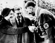 Уоллис Симпсон и фюрер Адольф Гитлер