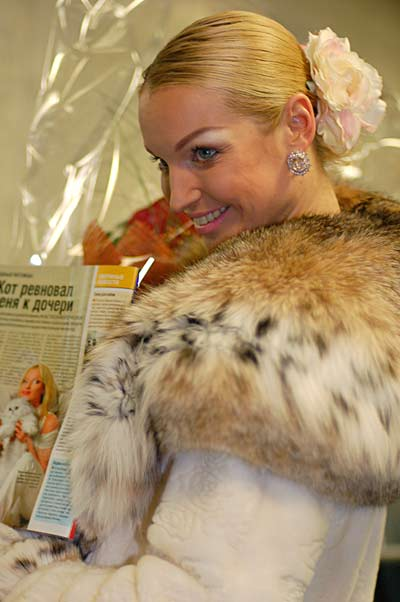 Обнаженная Анастасия Волочкова поздравила мужчин с праздником. Фото