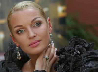 Анастасия Волочкова покоряла публику без бюстгальтера