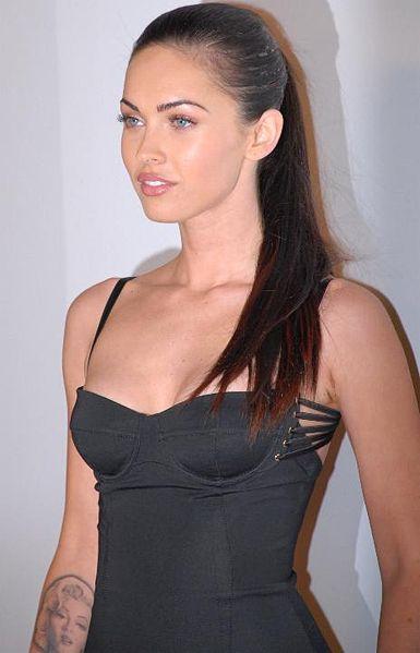 Меган Фокс назвали эталоном красоты 2011. Фото