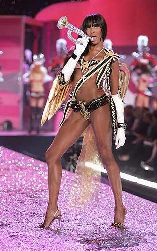 Наоми Кэмпбелл избила знаменитую модель