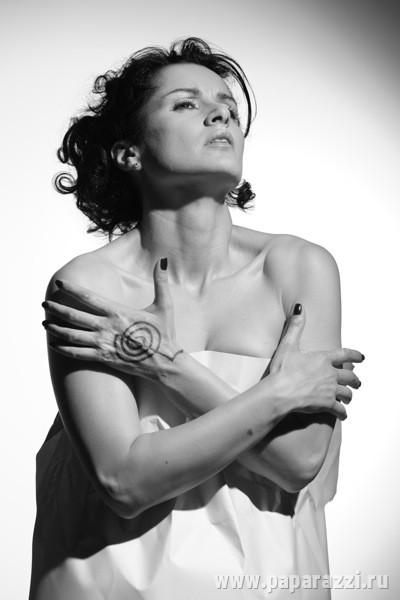 Тина Канделаки покрыла себя загадочными татуировками. Фото