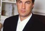На Стивена Сигала подали в суд за домогательства