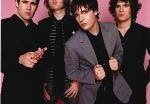Вокалист The Killers возглавил британские чарты
