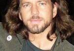 Вокалист Pearl Jam стал мужем модели