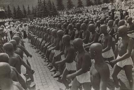 Александр Родченко. Спортсмены на Красной площади. 1935 г