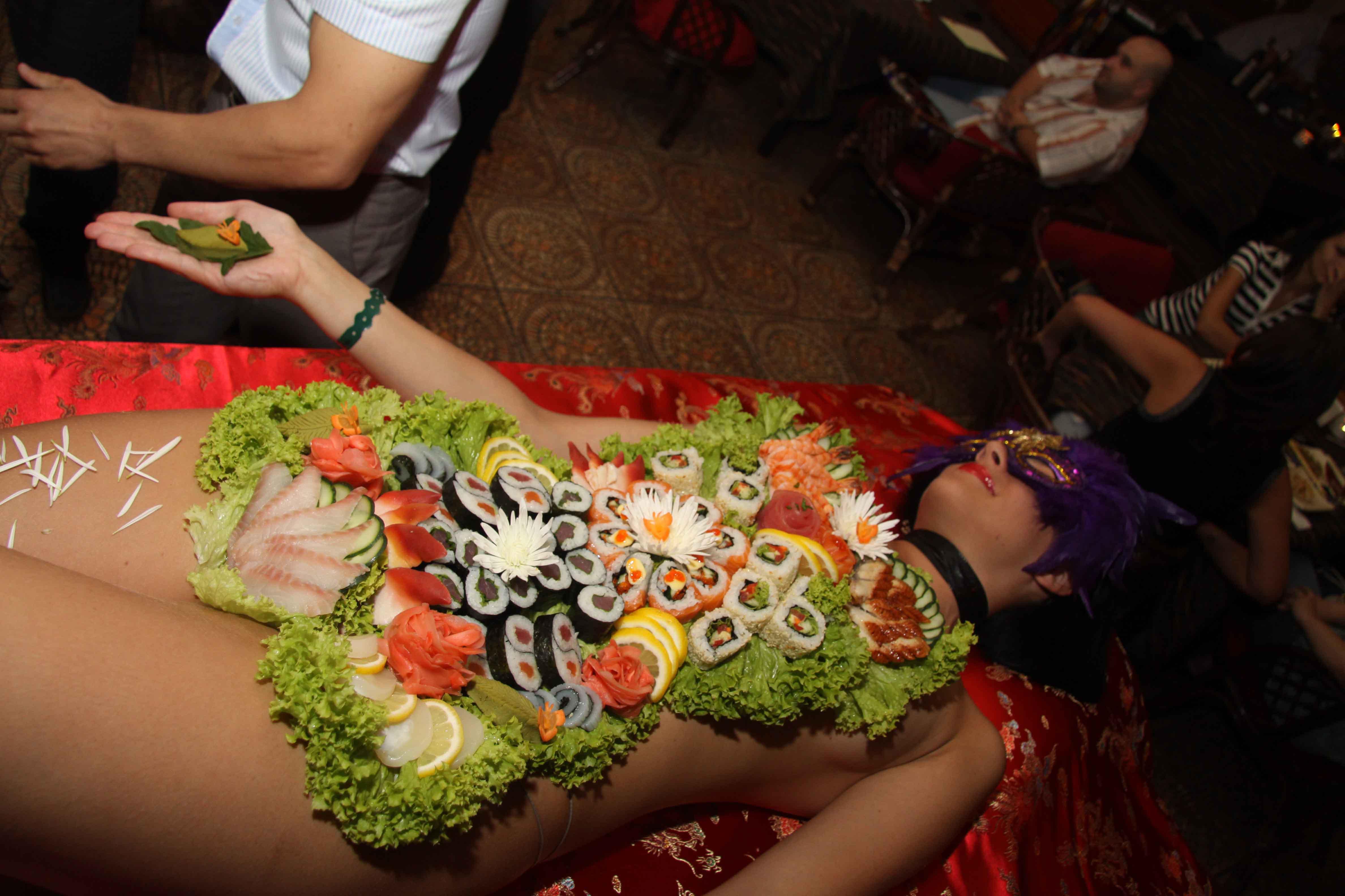 Японки отдыхают в баре фото 24 фотография