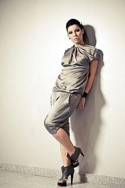 Красавица Настя Каменских продемонстрировала длинные ноги. Фото