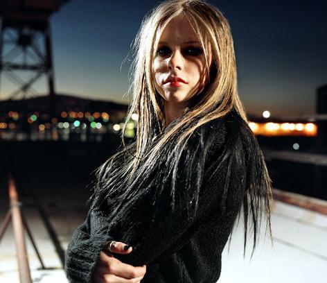 Аврил Лавин презентовала новый хит Almost Alice. Видео