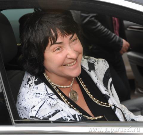 Лолита Милявская оказалась в домашнем заточении из-за маньяка