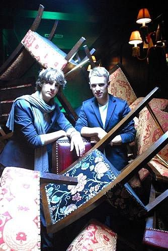 Дантес и Олейник искали невест в Гон-Конге. Фото