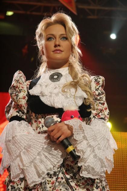"""Солистка группы """"ВИА Гра"""" надела подвенечное платье. Фото"""