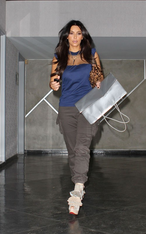 Ким Кардашян украсила обложку Allure. Фото