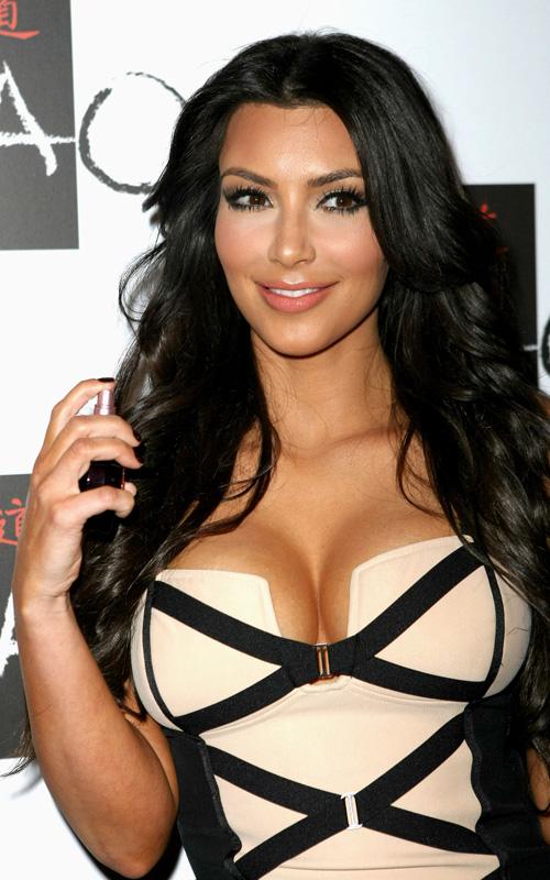 Ким Кардашян пиарит свою грудь
