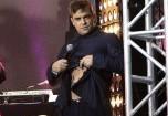 """Робби Уильямс показал свое """"хозяйство"""" на концерте"""