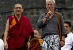 Ричард Гир приобщился к индонезийским монахам