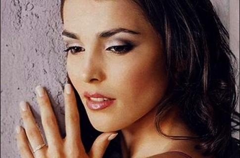 Сати Казанова не похожа на себя без макияжа