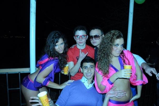 Как устроить молодежная вечеринка бесплатно онлайн фото 306-226