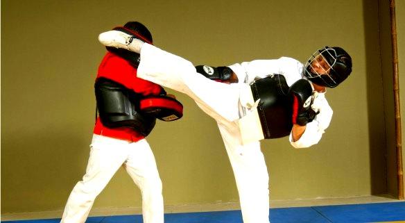 """""""Мы учим настоящим боевым искусствам и спаррингу, не только для занятий в клубе, но и для участий в соревнованиях"""""""