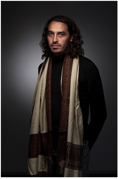 Самая короткая фотосессия состояла из одного (этого) кадра. На фото - художник Зияд Антар.