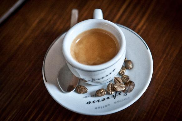 Цены на кофе в «Золотом дукате» очень демократичны – от 18 грн. Десерты - от 12 грн.