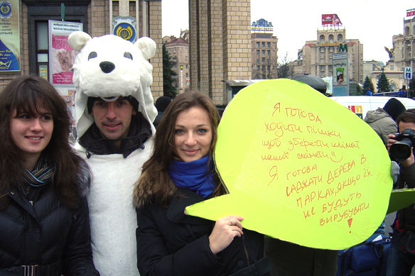 """Фото с акции """"Зміни себе, а не клімат"""", проведенной """"КлиматИнфо"""" и НЭЦУ"""
