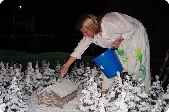 Декорирование снегом.  Макет.  Рабочий момент.