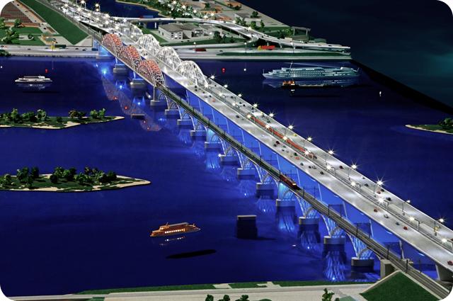 Миниатюрная модель железнодорожного моста через реку Днепр