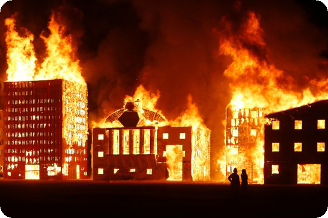 Фото: http://nymag.com/daily/intel/2012/09/wall-street-burns-at-burning-man.html