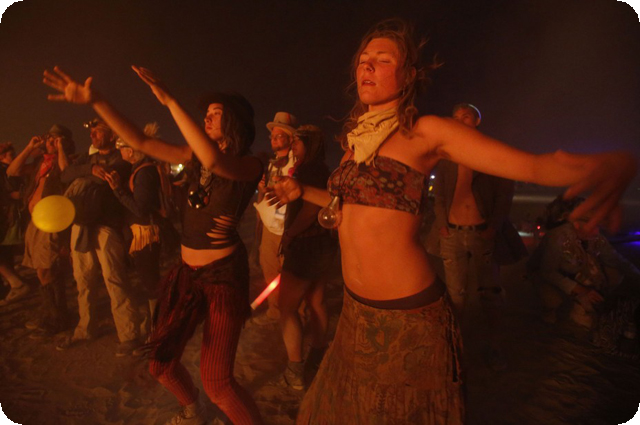 Фото: http://www.ibtimes.co.uk/articles/379801/20120902/burning-man-2012-fertitility2-0-black-rock.htm