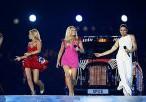 Мел Би рассказала, как перецеловалась с экс-коллегами по Spice Girls