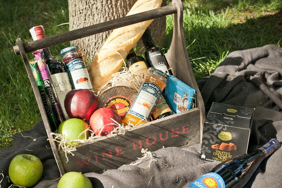 Куда пойти на пикник в Киеве Феофания, ВДНХ, Голосеевский парк, Певческое поле, Парк Партизанской славы