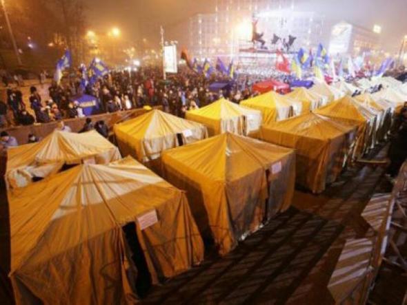 Палатки на Майдане Независимости