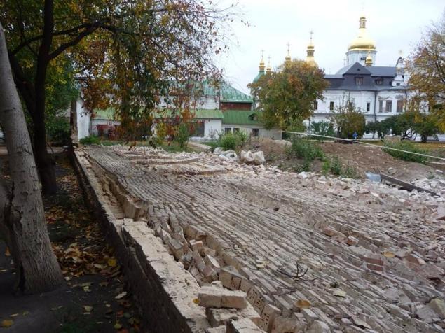 """Заваленная стена в """"Софии Киевской"""""""