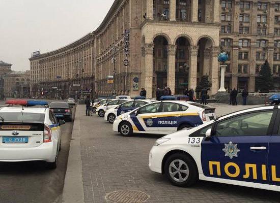 Министерство внутренних дел организовало выставку образцов патрульных автомобилей возле Главпочтамта на Майдане Независимости