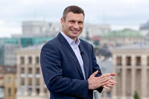 Мэр Киева Виталий Кличко продал боксерские перчатки