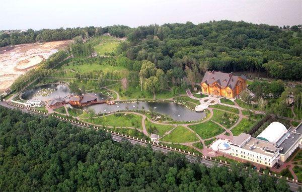 """Отдых """"по-королевски"""" с посещением всех мест, где жил и отдыхал Янукович, стоит минимум 600 гривен"""