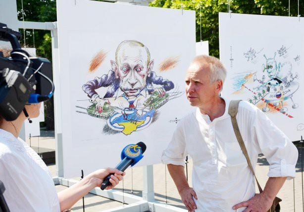 Художники нарисовали Путина в образе воинственного инопланетянина