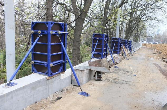 На строительство ограждения потратили 8 миллионов гривен