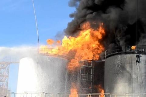 Пожар на нефтебазе начался 8 июня