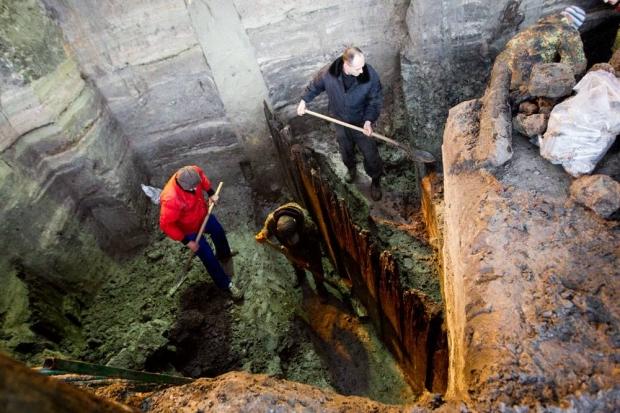 Работы были приостановлены в связи с опасностью для археологов и артефактов