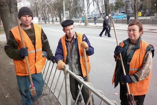 Дворники два месяца живут без зарплат