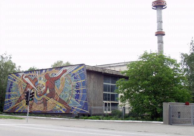 Пресловутая труба возвышается над Институтом ядерных исследований