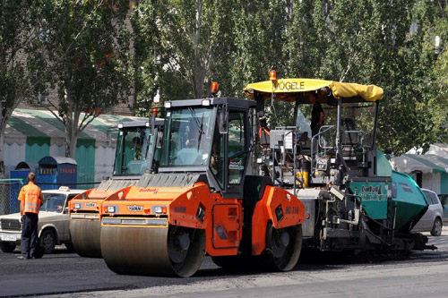 Проводится не только ремонт асфальта, но и восстановление тротуаров, улучшения благоустройства и демонтаж сооружений