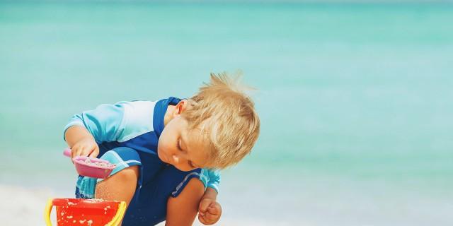 Место под солнцем: чем занять своего ребенка на побережье