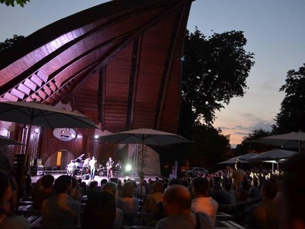 """В рамках фестиваля будет представлено две программы - """"Serenada New"""" и """"Ноктюрн звезд мирового джаза"""""""