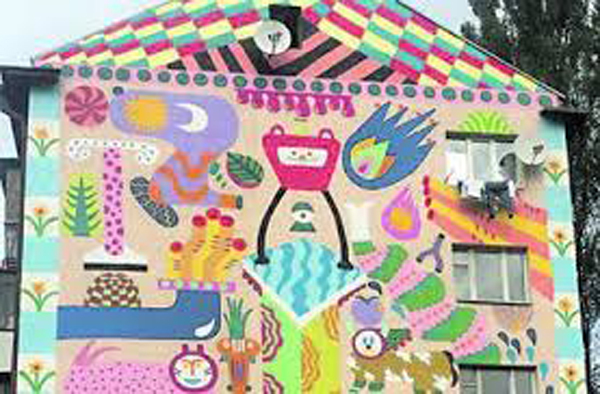 Стену пятиэтажки на ул. Туполева теперь украшает мурал, который создал барселонец